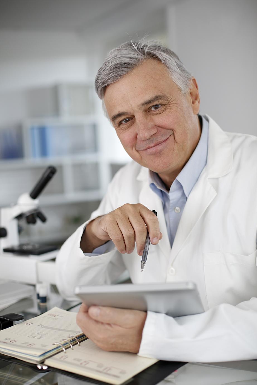 Scienziato usa tabet